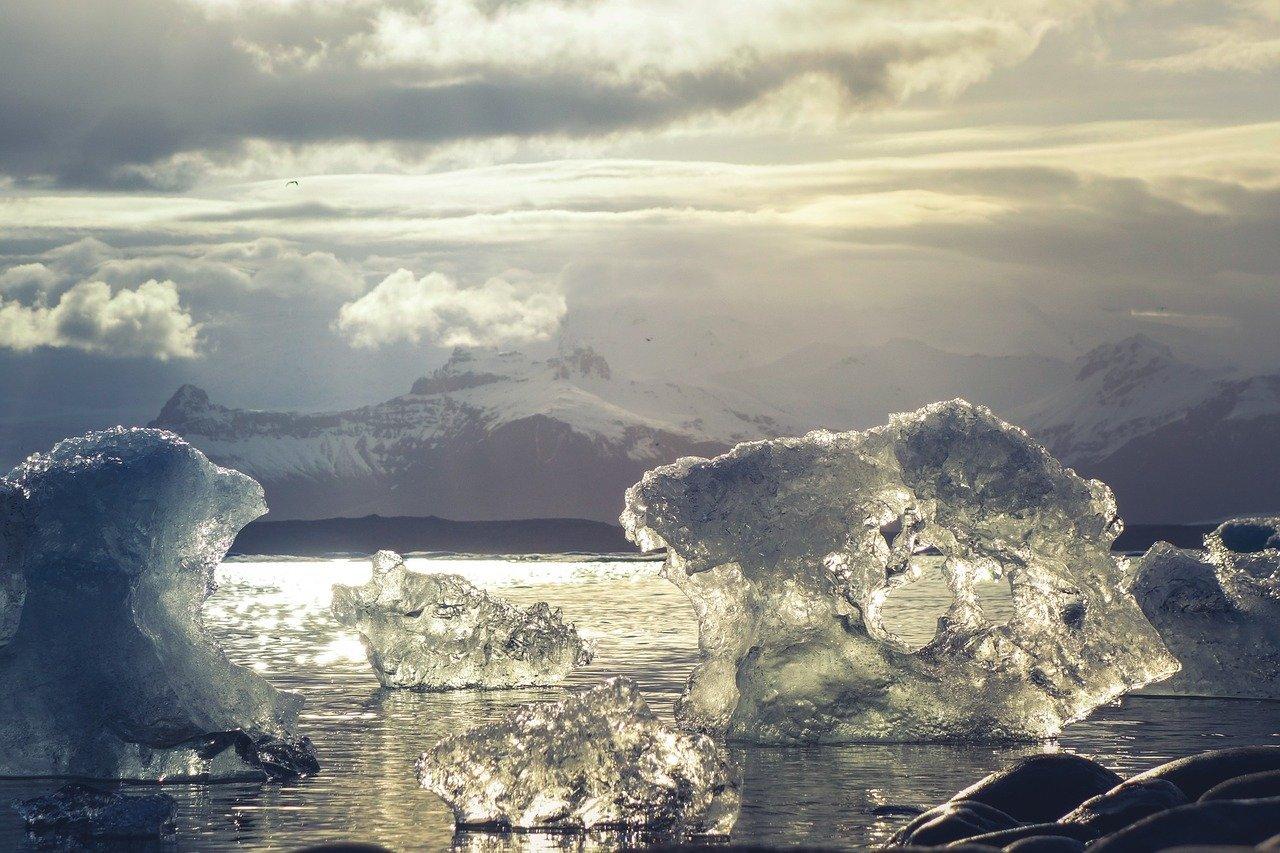 Contaminación ambiental-deshielo polar