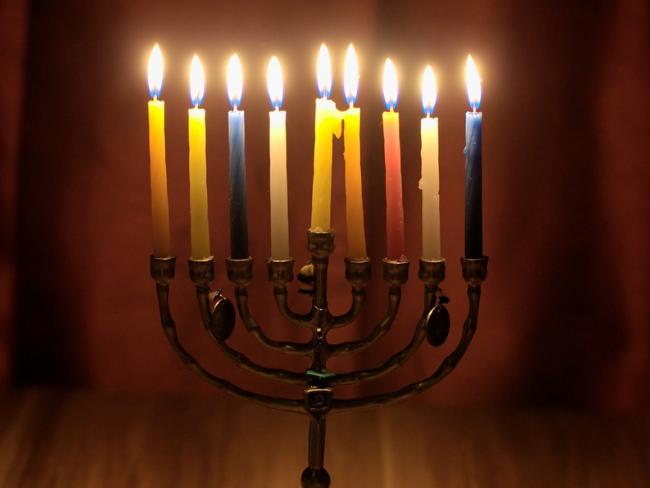 candelabro de hanukkah 2